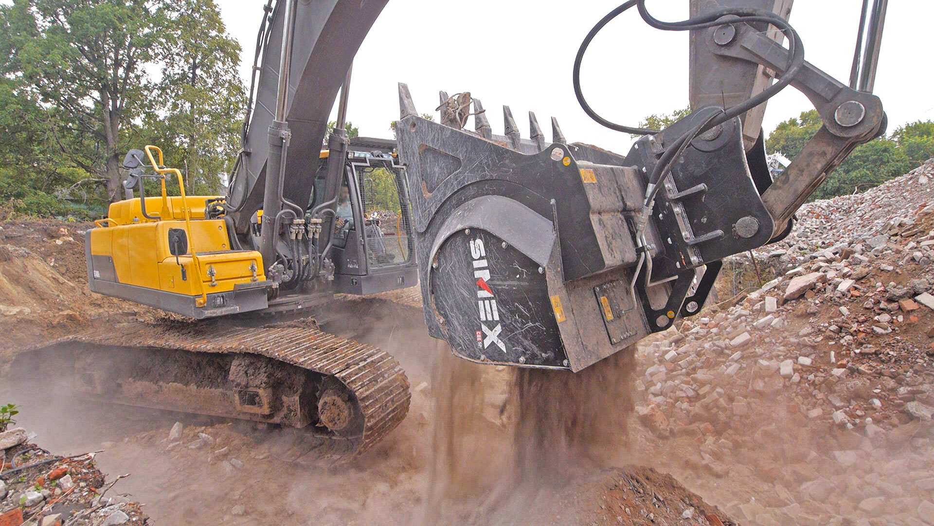 Demolition and recycling with Simex CBE crusher buckets